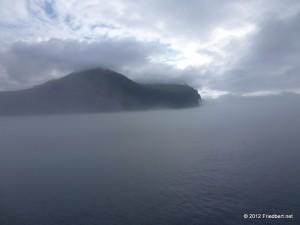 Island der erste Tag    von Seyðisfjörður nach Þórshöfn    eine Fahrt im Nebel